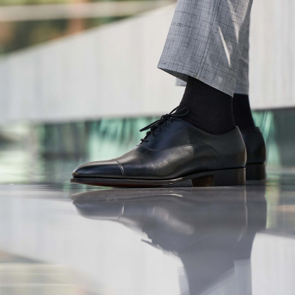 Streamlined Oxford, with a slightly elongated cap toe overlay and round tip.  Featuring our black Oxford model St James - Timeless, classic while indispensable. Prefect with Grey or black suits.  #sartorial #oxfordshoes #doublemonk #monkshoes #dressshoes #shoegazing #goodyearwelted #shoestyle #gentlemen