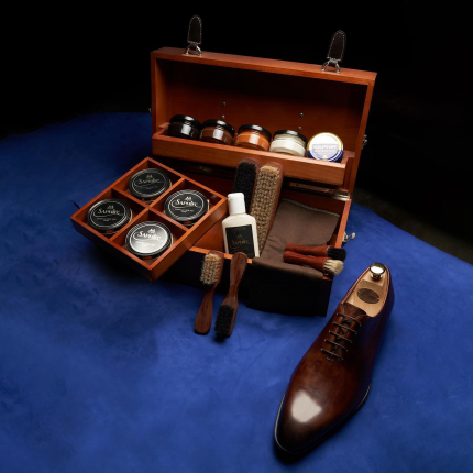 Good things come in boxes. Our Shoe Care kits combine craft, style and a complete care range - a perfect gift for the dad who loves to do it all.   The details and finishing of the crafted sets combined with the iconic Saphir shoe care products will entice any gentleman.  #thecobbler #fathersday #dubai #uae #abudhabi #shoecare #saphire #dubaimall #d3 #difc #galleriamall #traditional #dad